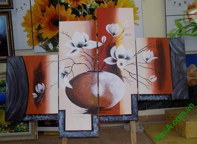 Hinh anh tranh ve son dau binh hoa moc lan chup thuc te tai showroom tranh ika picture