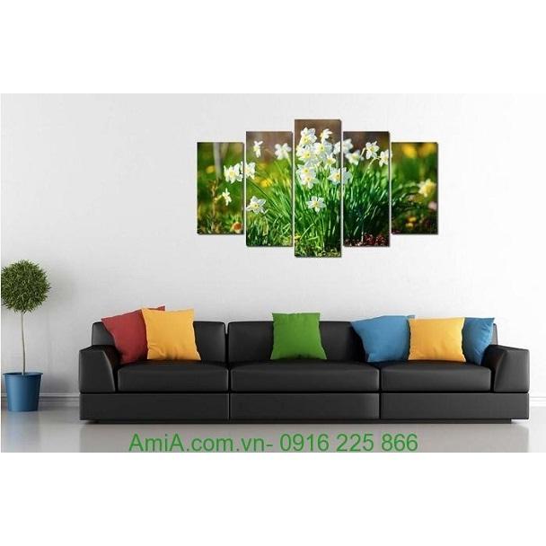 Hình ảnh mẫu thiết kế tranh hoa thủy tiên treo tường phòng khách đẹp