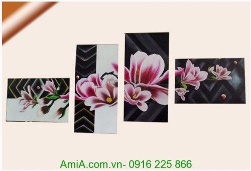 Hoa moc lan trong tranh ve son dau ghep bo nhieu tam
