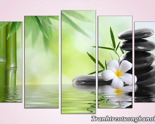 Tranh hoa su da treo tuong phong khach spa AmiA