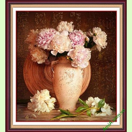 Hinh anh tranh phong thuy binh hoa mau don treo tuong phong khach