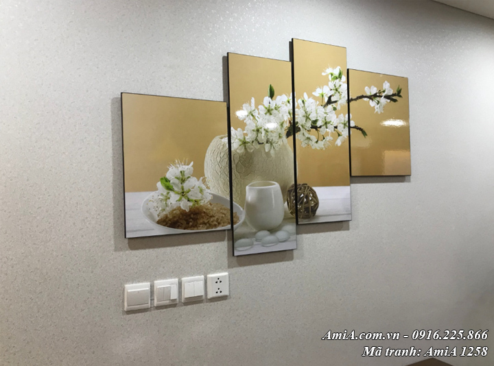 Tranh bình hoa treo tường thực tế nhà khách Amia 1258