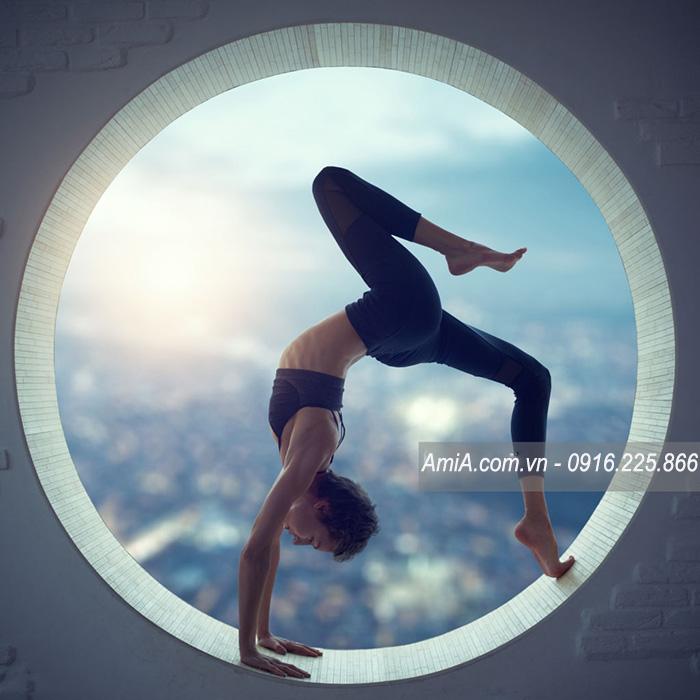 Hinh anh tranh yoga hien dai spa AmiA ist-641443454