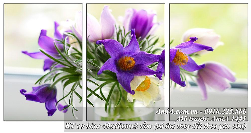 Tranh binh hoa tuoi nhe nhang treo tuong phong khach phong an