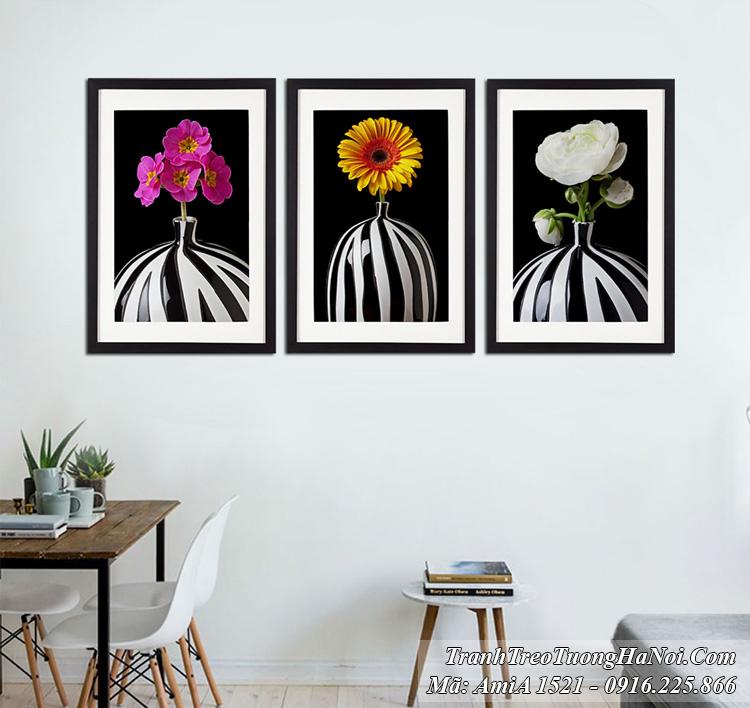 Tranh khung 3 tấm bình hoa đen trắng hiện đại amia 1521