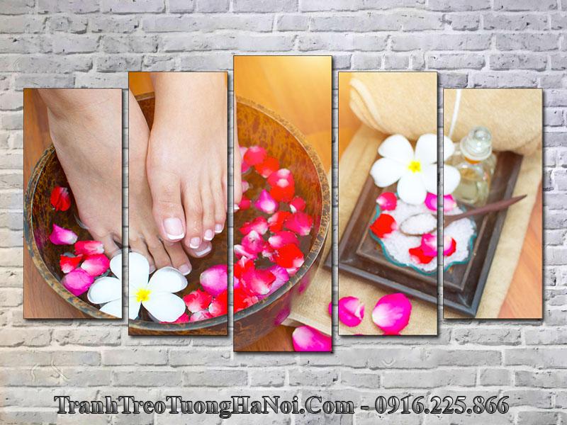 Tranh bàn chân trang trí tiệm nail