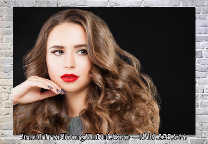 Tranh mẫu tóc đẹp và cô gái trang trí spa