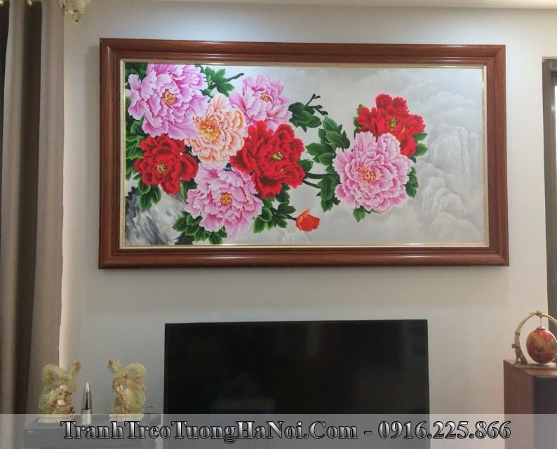 Tranh hoa mau don treo tuong phong khach mung tan gia y nghia
