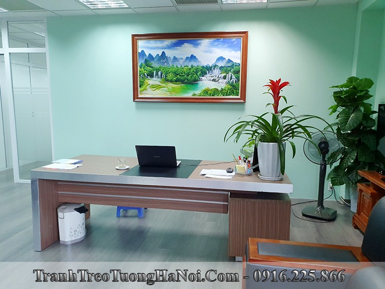 Tranh thac nuoc menh thuy treo tuong phong giam doc