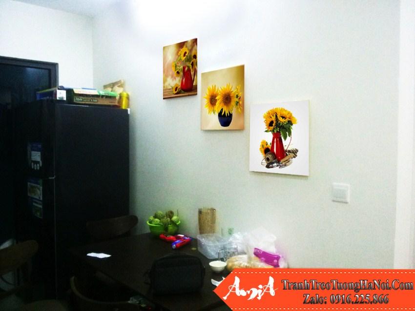 tranh ghep 3 tam binh hoa huong duong tren ban an nha pho amia 525