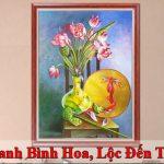 Treo tranh son dau binh hoa loc den day nha