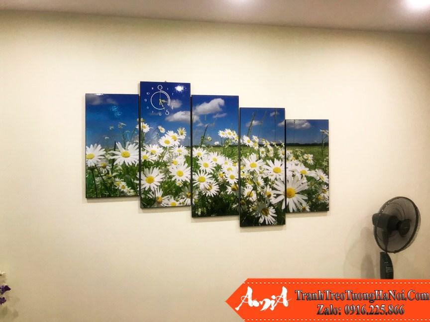 Phong khach chung cu hien dai trang tri bo hoa cuc amia 381