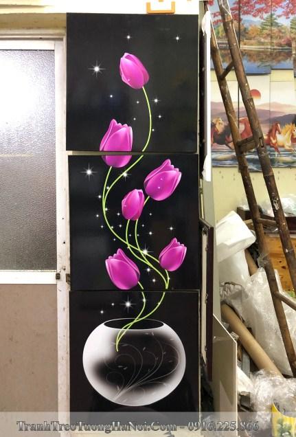 Buc tranh binh hoa tulip kho dung dep treo gan ke giay amia kd113