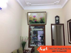Phong khach nong thon thich trang tri hoa sen amia 928