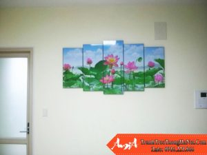 Tranh hoa sen treo phong khach chung cu amia 915