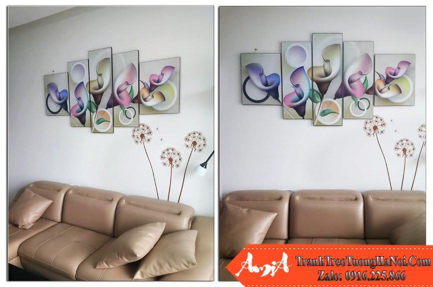 Phong khach chung cu hien dai treo tranh hoa rum 3D Amia 411